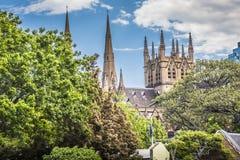 SYDNEY, PAŹDZIERNIK - 27: Stmary katedralny kościół z niebieskim niebem ja Obrazy Stock