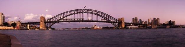 Sydney - panorama del horizonte de la ciudad de la noche fotos de archivo libres de regalías