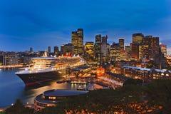 Sydney QM2 zmierzchu kurendy plecy Obrazy Royalty Free