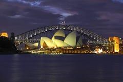 Sydney schronienia i opery Nighttime Sceniczny widok obraz stock