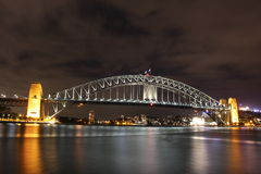 Sydney schronienia most przy nighttime fotografia royalty free