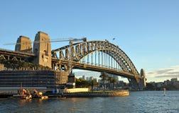 Sydney schronienia most w wczesnego poranku świetle słonecznym Obraz Stock