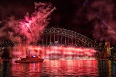 Sydney schronienia mosta fajerwerku pokaz zdjęcia royalty free