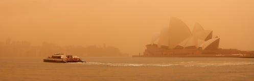 Sydney-September 2009: Dagen har stor sandstrom att täcka all Sy royaltyfri bild