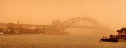 Sydney-September 2009: Dagen har stor sandstrom att täcka all Sy royaltyfria bilder