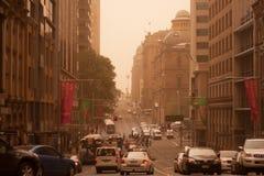 Sydney septembre 2009 : Le jour font couvrir le grand strom de sable tout le Sy Image stock