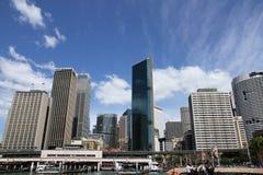 Sydney - sikt från vattnet Arkivfoto