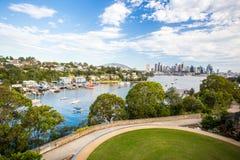 Sydney Skyline från Waverton halvöreserv Arkivfoton