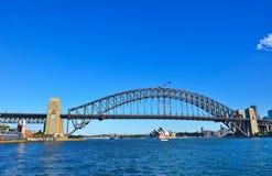 Sydney Skyline y puente del puerto Fotografía de archivo