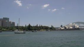 Sydney-Skylinewanne zur Opernhaus- und Hafenbrücke stock video