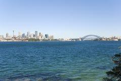 Sydney-Stadt, Hafen und Brücke stockbilder