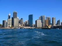 Sydney-Stadt von der Wasser-Ansicht Stockfotos