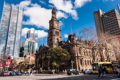Sydney Town Hall op de zonnige dag stock foto's