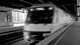 Sydney Trains engin på den runda kajstationen Sydney Australia Arkivbilder