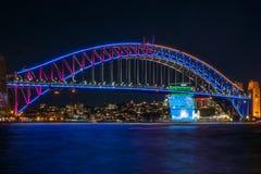 Sydney vívido na ponte do porto Fotografia de Stock