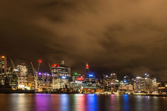 Sydney van de binnenstad, Australië bij nacht Stock Foto's