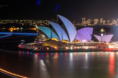 Sydney viva 2015: las velas de Sydney Opera House encendidas Imagen de archivo