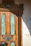 Sydvästlig arkitektur, utarbetad dörr Arkivbilder