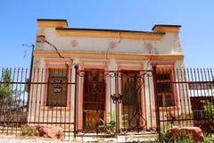 Sydvästligt stilhus med en spricka royaltyfri fotografi