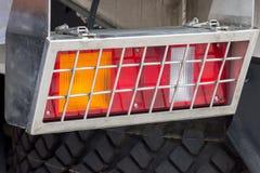 Sygnałowy headlamp ochraniający gretingiem od ciężkiej ciężarówki dla wewnątrz zdjęcia royalty free