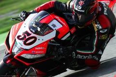 Sylvain Guintoli #50 στο εργοστάσιο Aprilia RSV4 1000 με τη συναγωνιμένος ομάδα Superbike WSBK Aprilia Στοκ φωτογραφίες με δικαίωμα ελεύθερης χρήσης