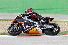 Sylvain Guintoli #50 στο εργοστάσιο Aprilia RSV4 1000 με τη συναγωνιμένος ομάδα Superbike WSBK Aprilia Στοκ εικόνα με δικαίωμα ελεύθερης χρήσης