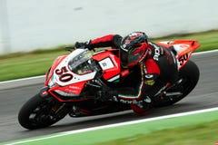 Sylvain Guintoli #50 sur l'usine 1000 d'Aprilia RSV4 avec Aprilia emballant Team Superbike WSBK image stock