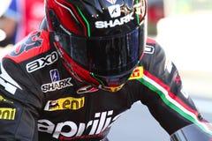 Sylvain Guintoli #50 sur l'usine 1000 d'Aprilia RSV4 avec Aprilia emballant Team Superbike WSBK images stock