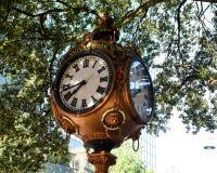 Sylvan Bros Vintage Clock vor dem Juweliergeschäft Stockbilder