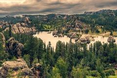 Sylvan Lake och omgeende skog, South Dakota royaltyfria foton