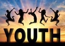 Sylwetek ludzie skacze nad słowo młodością Zdjęcie Royalty Free