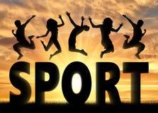 Sylwetek ludzie skacze nad słowo sportem Fotografia Stock