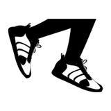 sylwetek nogi z czarnymi sprawności fizycznych sneakers projektują ikonę ilustracji