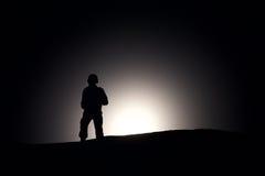 Sylwetka żołnierz na ciemnym tle Obraz Stock