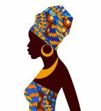 Sylwetka Afrykańskie dziewczyny w jaskrawym barwionym turbanie Zdjęcie Royalty Free