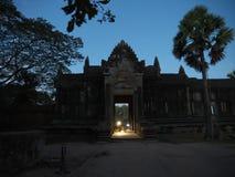 Sylwetka Angkor Wat na wschodzie słońca - sławny Kambodżański punkt zwrotny - Zdjęcie Royalty Free