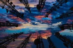 Sylwetka antena komórkowy telefon komórkowy i communicati Fotografia Stock