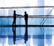 Sylwetka biznesmena spotkanie w budynku Obraz Stock