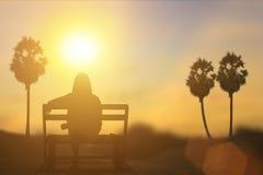 Sylwetka czekanie pod słońcem Naturalnego tła plama Fotografia Royalty Free