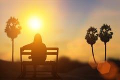 Sylwetka czekanie pod słońcem Naturalnego tła plama Zdjęcia Royalty Free