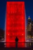 Sylwetka Czerwoną fontanną Zdjęcia Stock