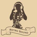 Sylwetka DJ kobiety retro styl z hełmofonami i faborkiem na przedpolu Obraz Royalty Free