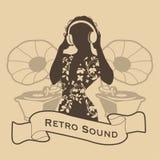 Sylwetka DJ kobiety retro styl z hełmofonami i gramofonami na tle Obraz Stock