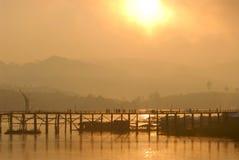 Sylwetka drewniany most. Zdjęcie Stock