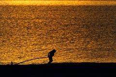 Sylwetka dziecko na plaży Fotografia Stock