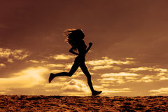 Sylwetka dziewczyna biegacza skutka filmy Zdjęcie Stock