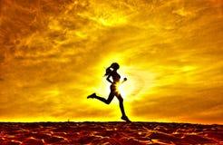 Sylwetka dziewczyna biegacza skutka filmy Obrazy Royalty Free