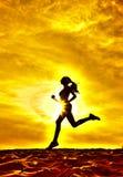 Sylwetka dziewczyna biegacza skutka filmy Fotografia Royalty Free