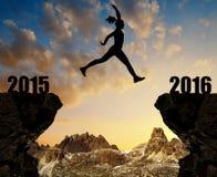 Sylwetka dziewczyna skacze nowy rok 2016 Zdjęcie Royalty Free