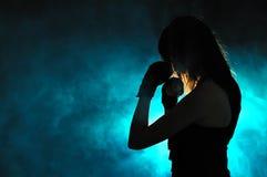 Sylwetka dziewczyna w boks pozie Obraz Royalty Free